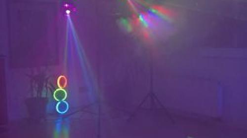 Mobile Lichtanlage bringt die Tanzfläche zum Beben!