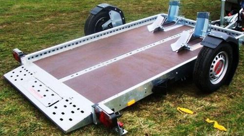 Starsky & Hutch absenkbarer Motorradanhänger 1300 kg gebremst mit Stoßdämpfern 100 km/h