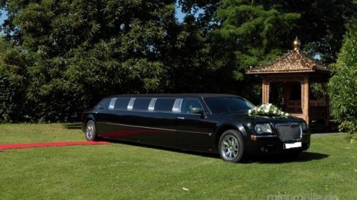 Chrysler 300c Hemi in schwarz oder cool Vanilla
