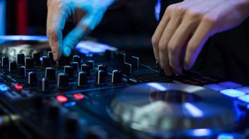 DJ, DJ Komplettpakete, Licht + Ton + DJ, Hochzeit, Geburtstag, Firmenevent und mehr