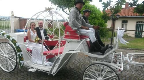 Romantische und traditionnelle Hochzeitskutsche mieten