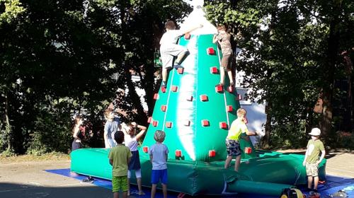 Kletterberg aufblasbar wie Hüpfburg