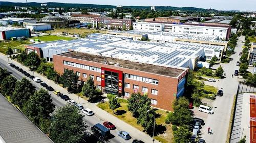 Große Hallenflächen in Potsdam mit Bistro und Center Management vor Ort