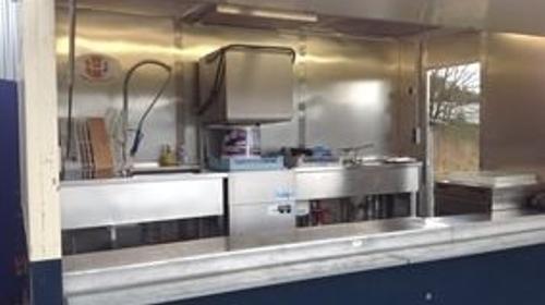 Spülmobil Spülanhänger Vorspülbecken Durchschubspülmaschine Gläasespülmaschine