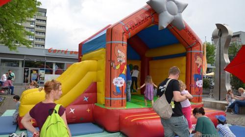 Hüpfburg mit Rutsche - Spaß für Kinder