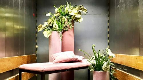Deko-Set in Rosa (Säulen, Bank & Kissen)