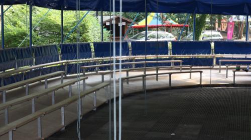 Sitzeinrichtung für Zirkuszelt