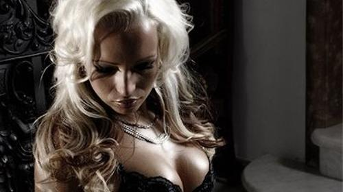 Stripperin Lilly - HEISS-JUNG-VERFÜHRERISCH