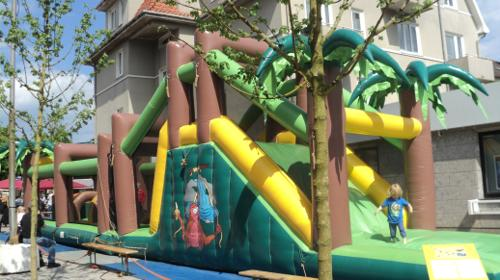Hüpfburg Jungle Run (17,30m x 3, 60m x 4, 80m)