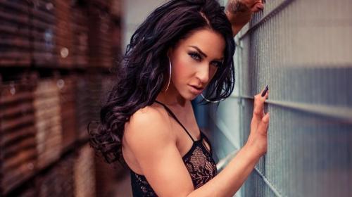 Sexy Stripperin Leandra ★ ★ ★ Suchtgefahr
