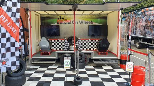 Racing Room Anhänger mit 2 Raceseats für Outdoor-Events