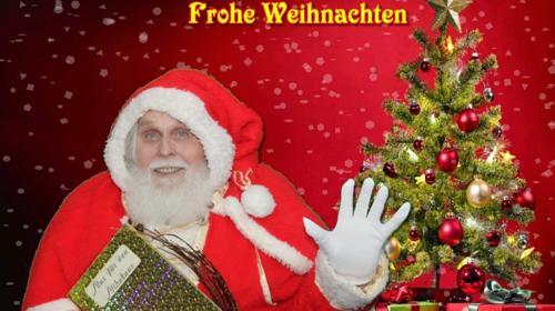 Weihnachtsmann mit dekorierten LKW für Bescherung