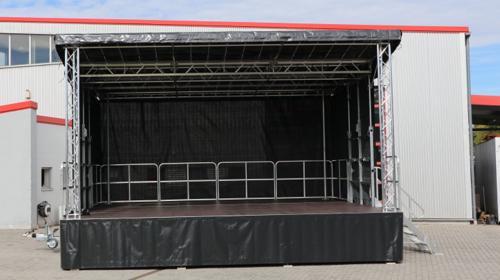 Mobile Bühne 6,8m x 6,3m (42m²) - Stagemobil Trailerbühne