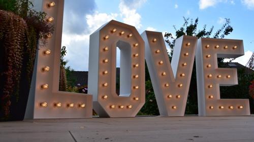 Leuchtbuchstaben LOVE - 1,30m - dimmbar - Dekoration für Hochzeit und Co.