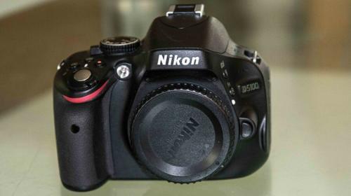 Nikon D5100 Kamera mit Sigma 18-200mm 3.5-5.6 Objektiv