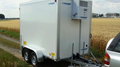 Partyhengst (doppelachser)  Kühlanhänger 2700 kg doppelachser  bis plus 2°C Kühlung 100 km/h