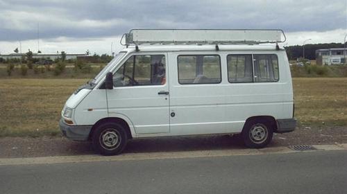 Kleintransporter mit Fahrer zu mieten.