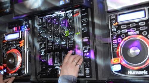 DJ + Musikanlage & Licht für 200 Pers. mit Termingarantie