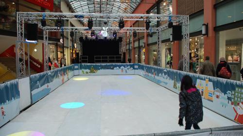 Schlittschuhbahn, Kunststoffeisbahn, mobile Eisbahn bekannt von Red Bull Crashed Ice!