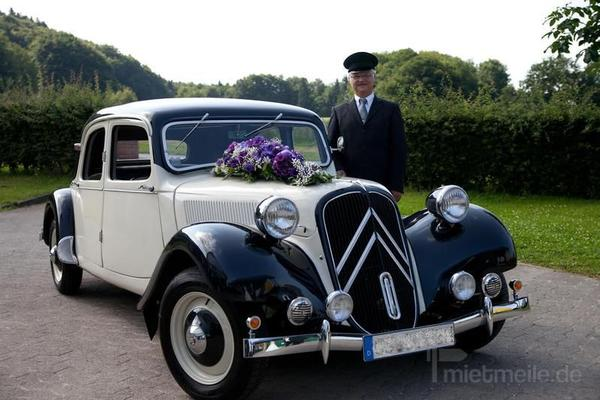 Hochzeitsauto mieten & vermieten - Citroen CV11B Gangsterlimousine 1952 creme/schwarz in Melle