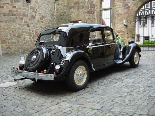 Oldtimer mieten & vermieten - Citroen CV 15-6, Gangsterlimousine, schwarz, 1952 in Melle