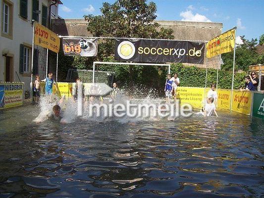 Fußball mieten & vermieten - Aqua Soccer  |  Aqua Soccer Court in Saarbrücken