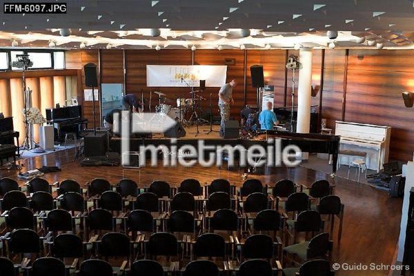 Bühne mieten & vermieten - Bühne 6 x 4m inkl. Anlieferung, Auf- und Abbau in Braunschweig