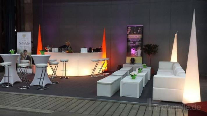 Loungemöbel mieten & vermieten - Loungesofa & Sitzwürfel aus weißem Leder in Leinefelde
