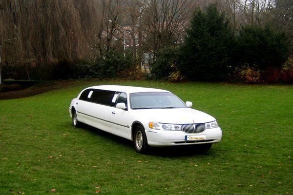 Limousinen mieten & vermieten - Erleben Sie puren Luxus in einer weißen Luxuslimousine in Freiburg im Breisgau