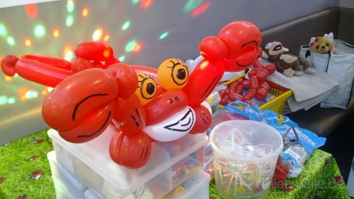 Hüpfburg mieten & vermieten - Hüpfburg & 1 A Luftballon Figuren, Torwand, Luftballons, Ballonkünstler, Kinderdisco, Kinder Party, Luftballonfiguren, Tontechnik, Lichttechnik, Moderation, Ballon modellage in Herbertingen