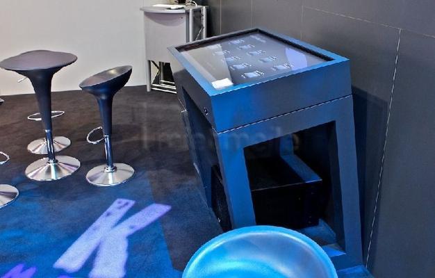Displayverleih mieten & vermieten - Touchtable Touchtisch Multitouch-Tisch mieten in Dresden