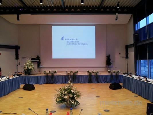 Beamer mieten & vermieten - Full HD Beamer 5000 Ansi-Lumen Christie in Braunschweig
