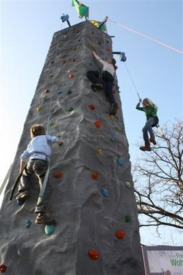 Kletterwand mieten & vermieten - 10 Meter Klettermassiv in Ense