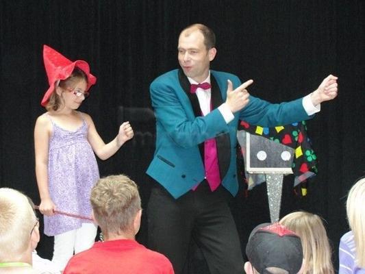 Magier & Zauberer mieten & vermieten - Kinderanimation, Bauchreden, Zauberer, Kinderzauberer, Eventmodule, Hüpfburg, Kinderschminken, Tattoos in Münchberg
