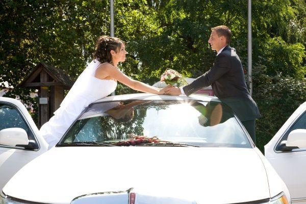 Hochzeitsauto mieten & vermieten - Ganz in einer weißen Hochzeitslimousine in Freiburg im Breisgau
