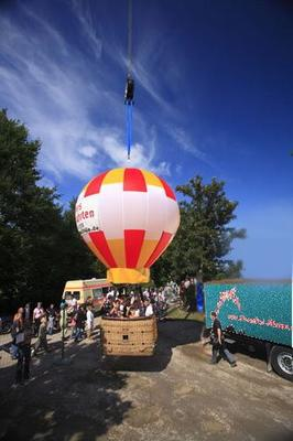 Großspielgeräte mieten & vermieten - Ballon am Kran in Schwerin