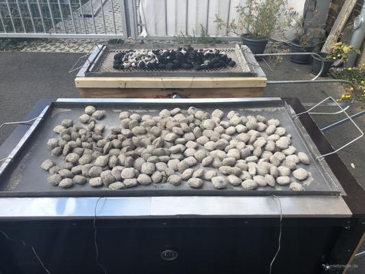 Catering mieten & vermieten - Spanferkel frisch gegrillt Kistensau Kistenbraten Spanferkelgrill in Leipzig