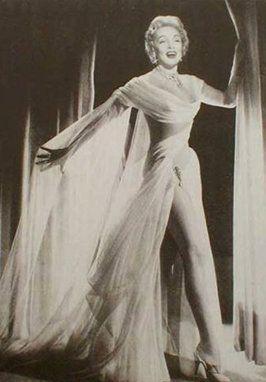 Kulissen mieten & vermieten - Marlene Dietrich Kulisse, Marlene Dietrich, Sängerin, Schauspielerin, Goldene Zwanziger, Stilikone, Hollywood, Kulisse in Kamp-Bornhofen