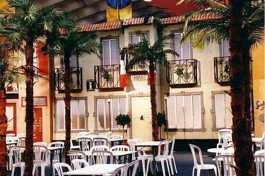 Kulissen mieten & vermieten - Französischer Marktplatz Kulisse, Kulisse, Markt, Marktplatz, Platz, Frankreich, Französisch, Paris, Hausfront in Kamp-Bornhofen