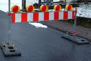 Absperrung mieten & vermieten - Straßenabsperrung, Absperrung, Absperrplanke, Baustelle, Baustellenwarnplanke, Begrenzung, Warnung, Warnplanke in Kamp-Bornhofen