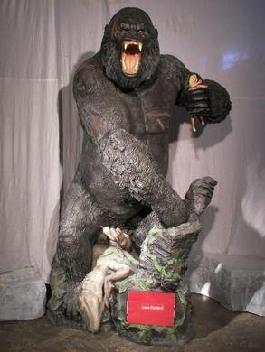 Dekofiguren mieten & vermieten - King Kong, Gorilla, Affenkreatur, Monster, Affe, Urzeitmonster, Dschungel, Figur, Dekoration, Film, Kino, Event, Messe in Lahnstein