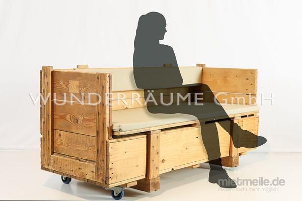Kulissen mieten & vermieten - rustikale Holzsofas / Sofa rustikal - WUNDERRÄUME GmbH vermietet: Dekoration/Kulisse für Event, Messe, Veranstaltung, Incentive, Mitarbeiterfest, Firmenjubiläum in Lichtenstein/Sachsen