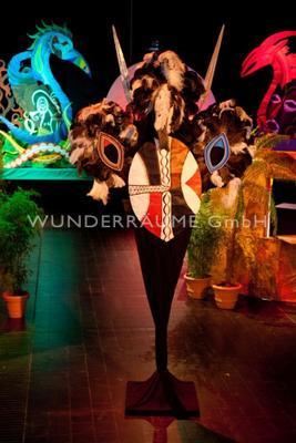 Länder & Flaggen mieten & vermieten - Massai-Installation - WUNDERRÄUME GmbH vermietet: Dekoration/Kulisse für Event, Messe, Veranstaltung, Incentive, Mitarbeiterfest, Firmenjubiläum in Lichtenstein/Sachsen