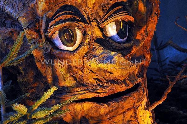 Dekofiguren mieten & vermieten - Märchenbaum Eiche, Baum mit Augen & Mund, WUNDERRÄUME GmbH vermietet: Dekoration/Kulisse für Event, Messe, Veranstaltung, Incentive, Mitarbeiterfest, Firmenjubiläum in Lichtenstein/Sachsen