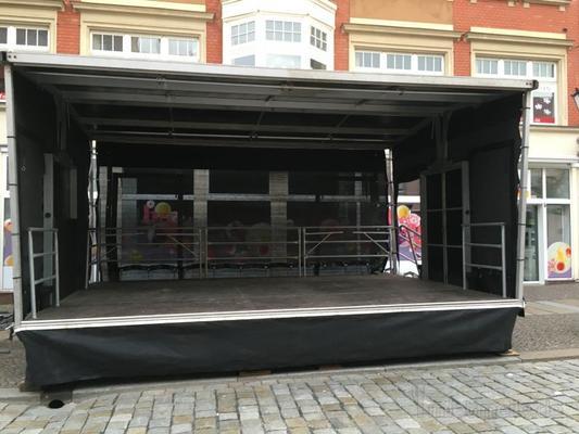 Bühne mieten & vermieten - Veranstaltungsbühne / Mobile Trailer Bühne 6x4m in Herzberg (Elster)