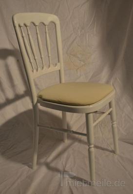 Stühle mieten & vermieten - Holzstuhl weiß mit creme Polstern in Rosenheim