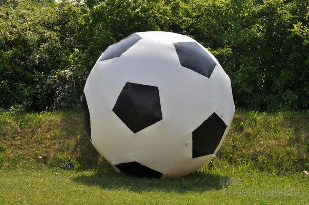 Aufblasbare Dekoration mieten & vermieten - aufblasbarer Deko-Fußball mieten in Schwerin