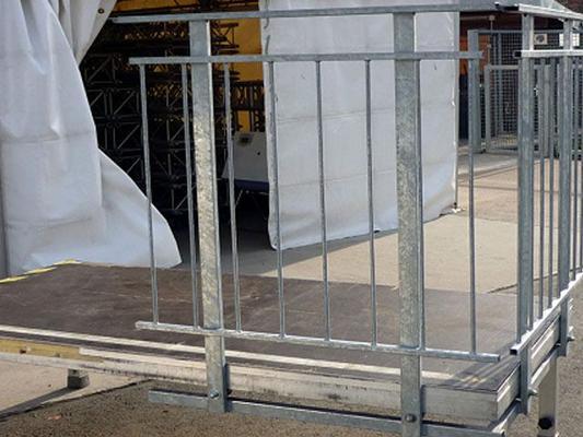 Absperrung mieten & vermieten - Sicherheitsgeländer nach DIN 4112 für Ihre Bühne in Reinstädt