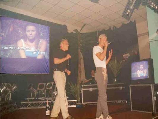 Karaoke Verleih mieten & vermieten - Karaoke-Anlage IV-A, Karaoke-CD-Player, Leinwand, Tonanlage, Projektor + Funkmikros in Reinstädt