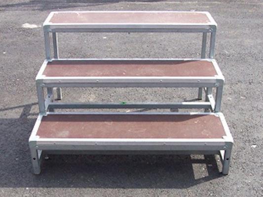 Bühne mieten & vermieten - Treppenstufe für Ihr Podest nicht höhenverstellbar in Reinstädt